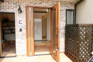 玄関横の収納スペース